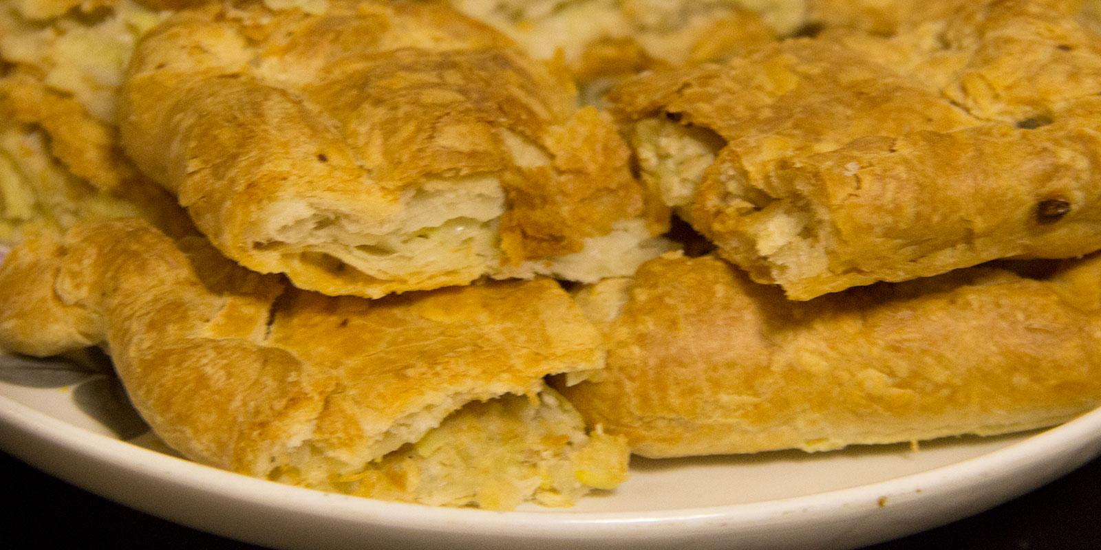 Пирог с фаршем и картошкой слоеное тесто рецепт пошагово